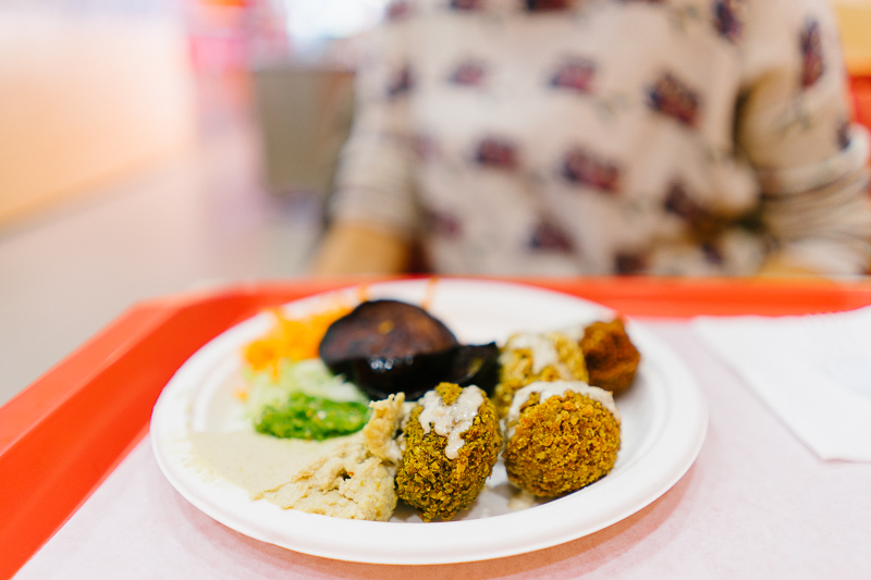Хумус с фалафел и зеленчуци