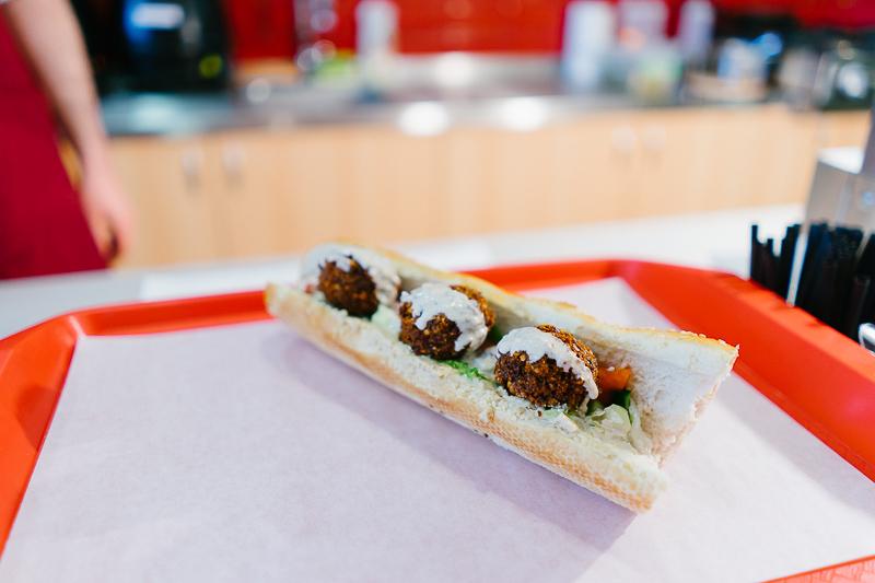 Фалафел сандвич във Вкусове